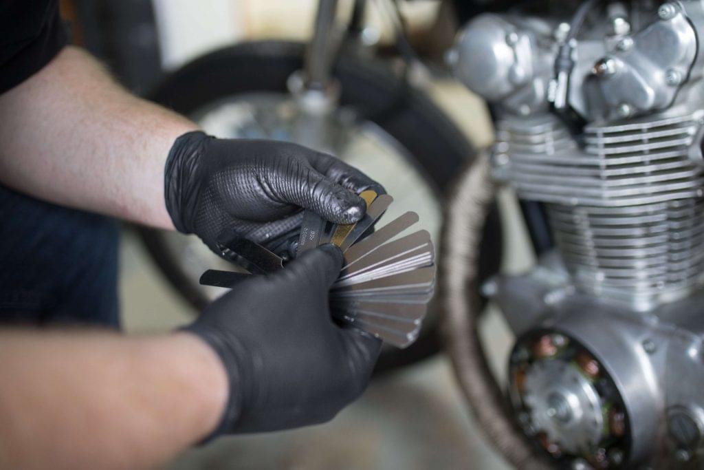 Нитриловые перчатки при работе